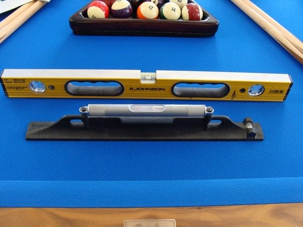 Overview SolidsnStripe - Leveling pool table slate